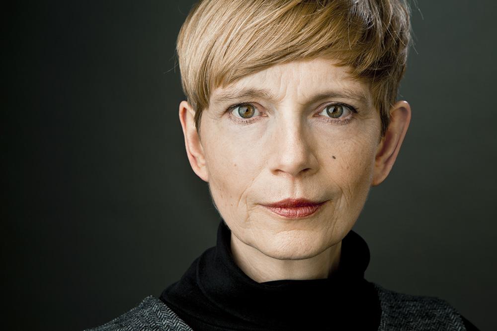 Headshot-Berlin-Annette-Koroll-Businessportrait