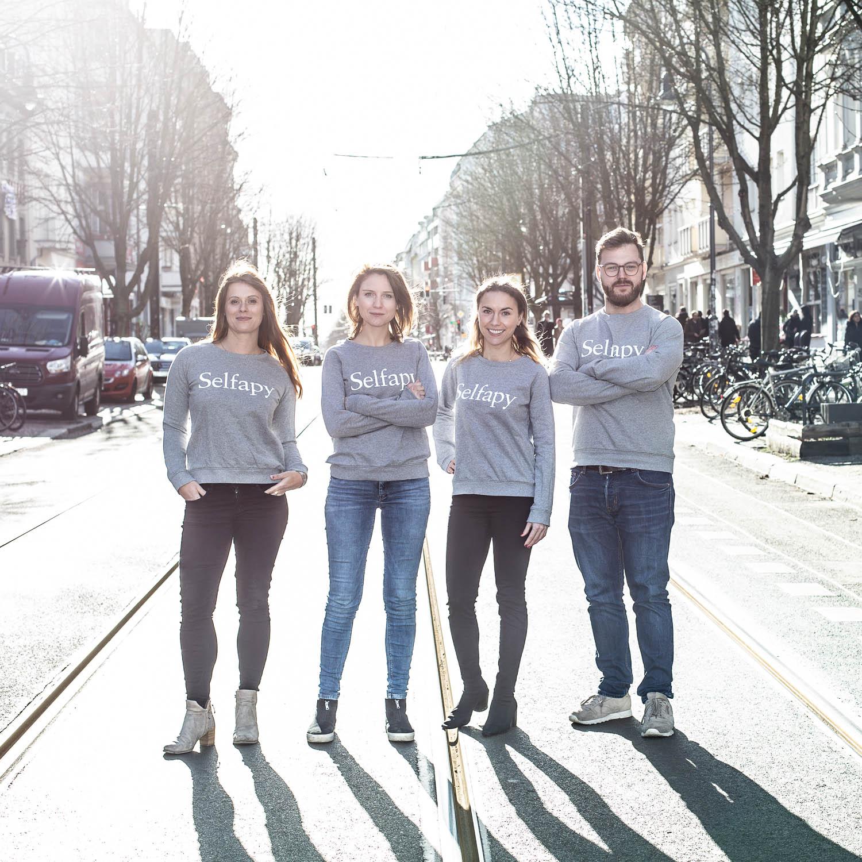 Selfapy-Teamfoto-Startup-Kastanienalle-Berlin-Prenzlauerberg-Annette-Koroll-Fotos